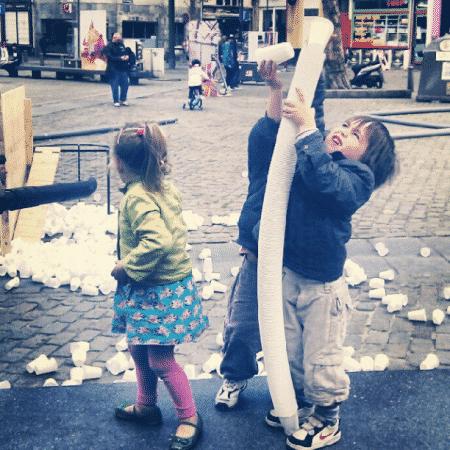 Bekertjes stapelen op het De Coninckplein