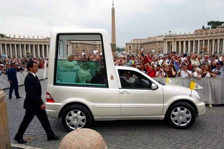 Mercedes 4x4 Popemobile