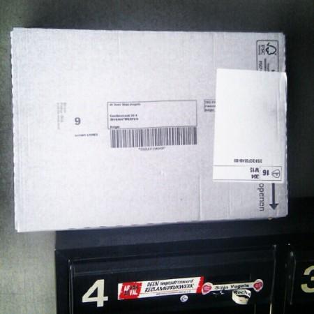 Postzending op brievenbus