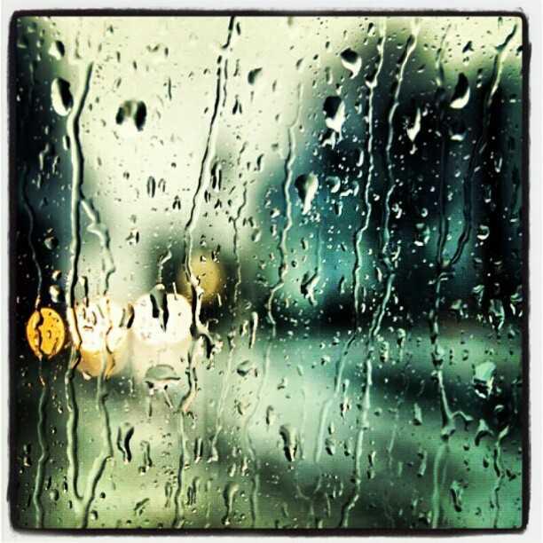 Regen op een vensterraam