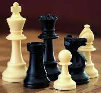 Schaken met schaakstukken